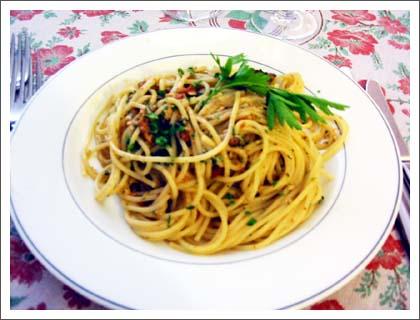 新鮮なシチリア産ウニのスパゲッティ