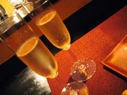 シャンパンでまずは乾杯!