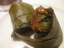 豚肉ともち米のハスの葉包み蒸し