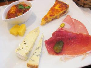 チーズと前菜の盛り合わせ