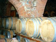 バリック樽の並ぶワイナリー
